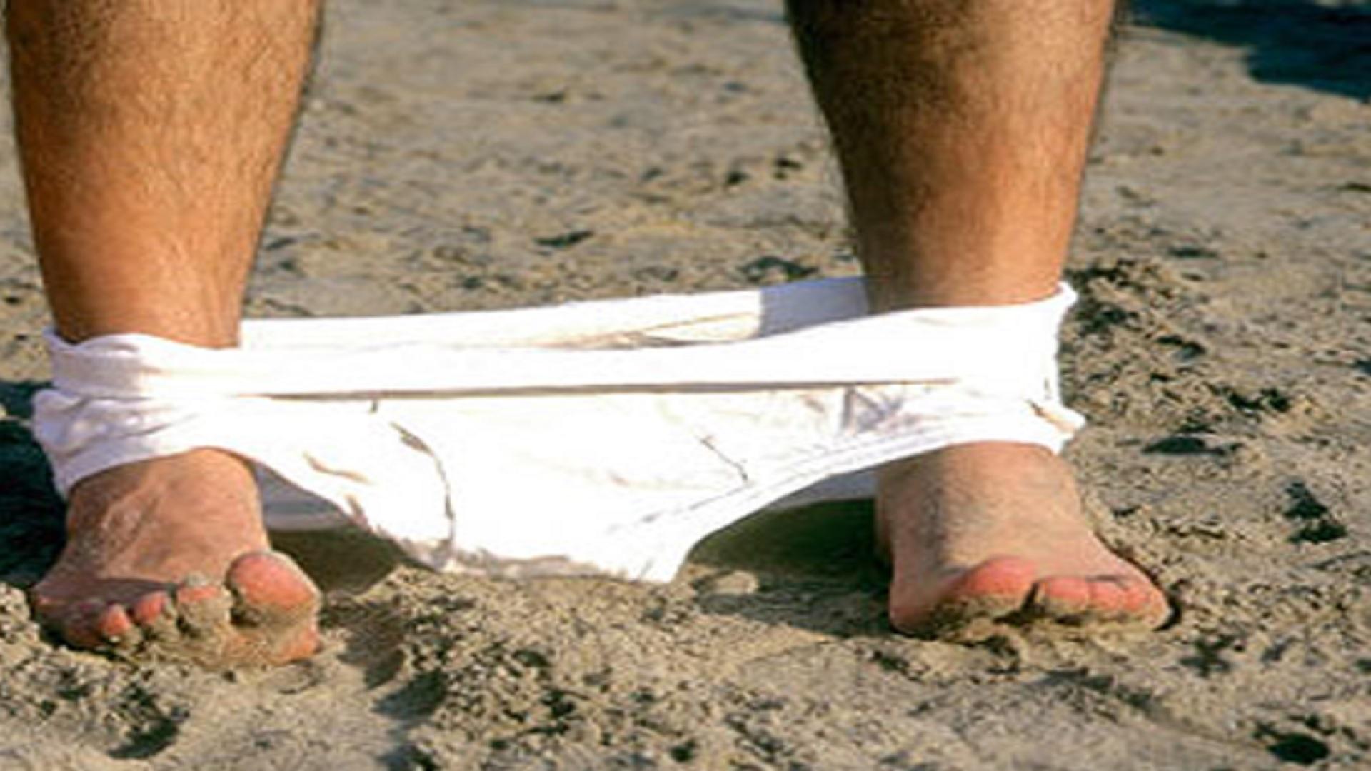 Matrimonio Spiaggia Uomo : Uomo di anni si masturba in spiaggia davanti ai bambini