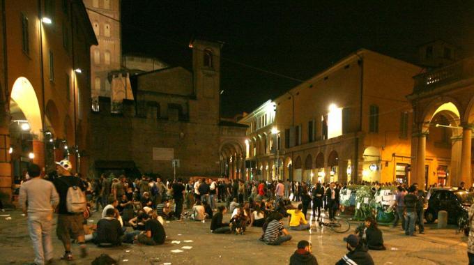 Cake Design Roma Piazza Bologna : Bologna, tamburi e schiamazzi in pieno centro. La polizia ...