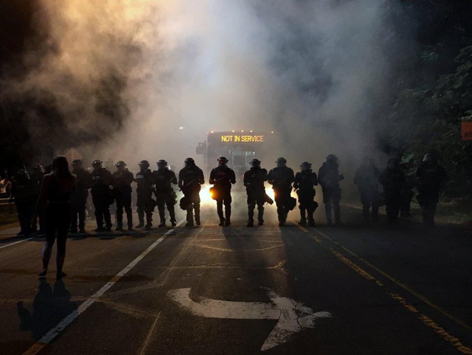 Ennesimo afroamericano freddato da poliziotto. Ma stavolta anche l'agente è nero