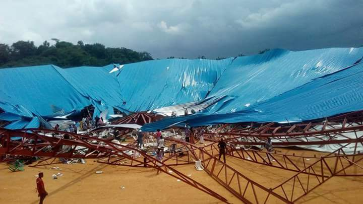 Crolla il tetto di una chiesa in Nigeria, almeno 60 morti