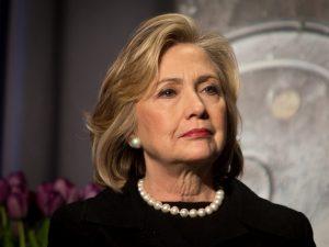 Email Clinton, il dipartimento di Giustizia mette sotto inchiesta l'Fbi