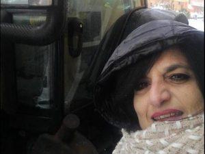 """""""Partorienti hanno bisogno di me"""", l'ostetrica sfida la neve: va in ospedale col trattore"""