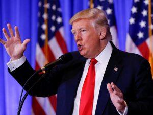 """Trump: """"C'è la Russia dietro gli hacker. Costruiremo il muro, il Messico ci rimborserà"""""""
