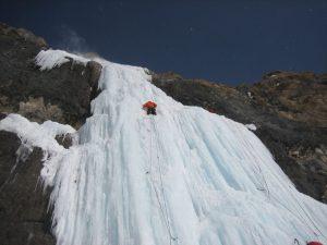 Crollano cascate di ghiaccio: 6 scalatori morti, quattro sono italiani. In due ore rialzo termico di 17°