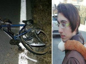 Travolto da un'auto mentre va a trovare in bici la nonna in ospedale: morto 16enne