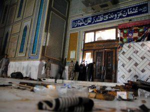 Strage dell'Isis in una moschea del Pakistan: oltre 80 morti tra cui 40 bambini