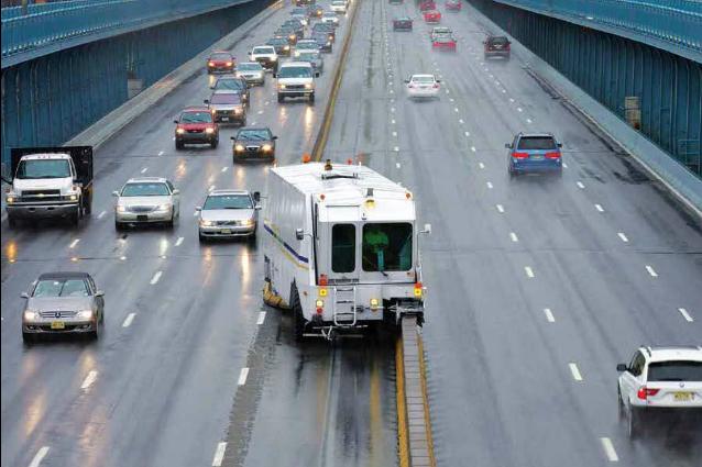 Sposta al volo le corsie dell'autostrada: ecco la macchina che elimina il traffico