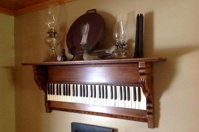 Casa Arredamento Riciclato : Ecco come riciclare i vecchi strumenti musicali ed arredare casa