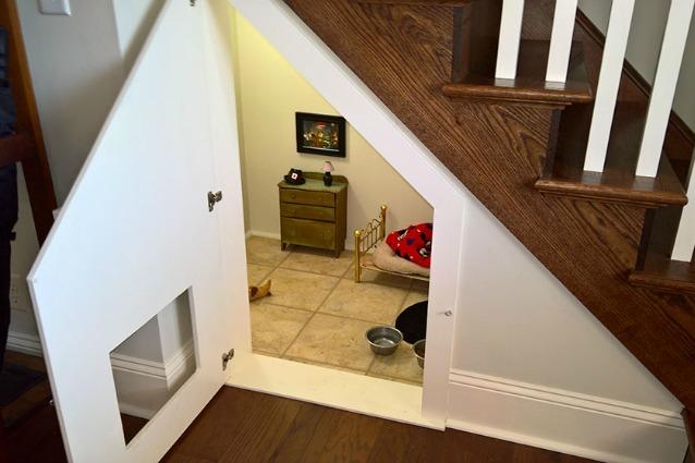 ... : come trasformare il sottoscala in una camera da letto per il cane