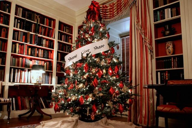 Albero di natale 2014 idee originali e decorazioni fai da - Idee x decorare l albero di natale ...