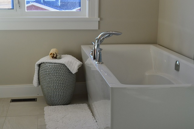 8 idee per arredare un bagno piccolo - Idee per piastrellare un bagno ...