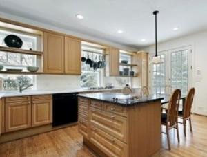 Come pulire i mobili in legno rimedi e consigli utili - Pulire mobili legno cucina ...