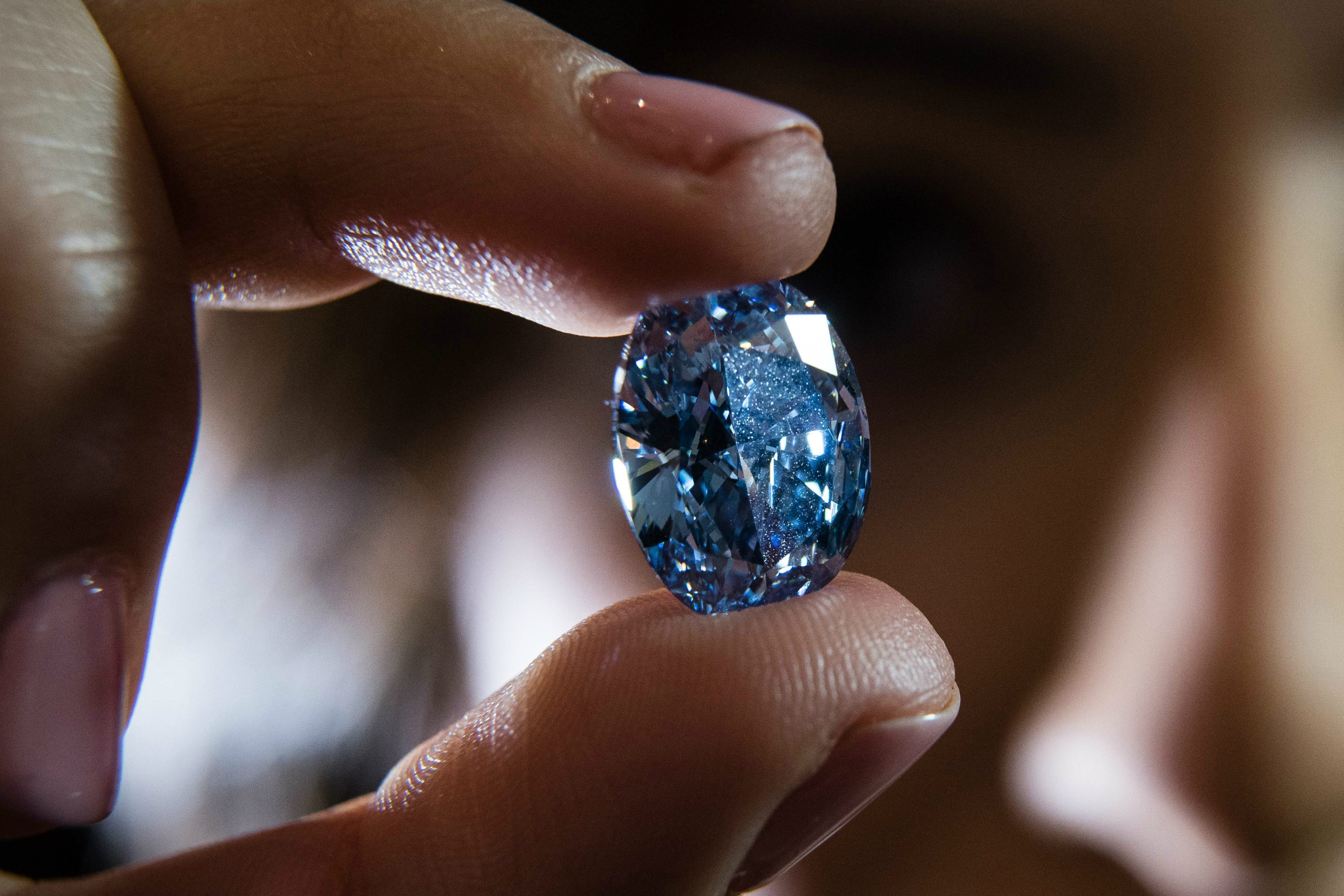 woman is discovers diamond ring cheap worth sothebys oppenheimer time her millions