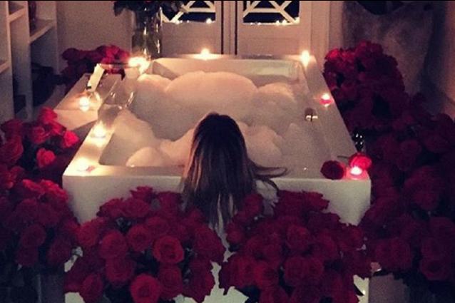 Un bagno tra candele profumate e petali di rosa cos heidi - Candele da bagno ...