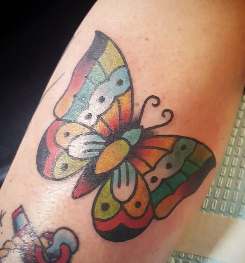 Tatuaggi farfalle significati e idee da realizzare foto for Tatuaggi fiori sul piede
