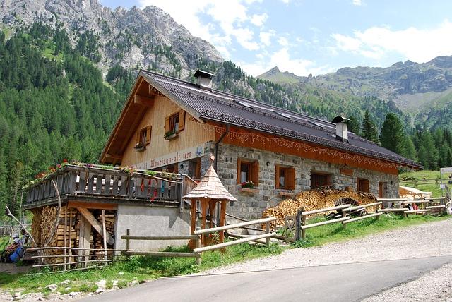 9 siti per prenotare una baita in montagna for Siti arredamento