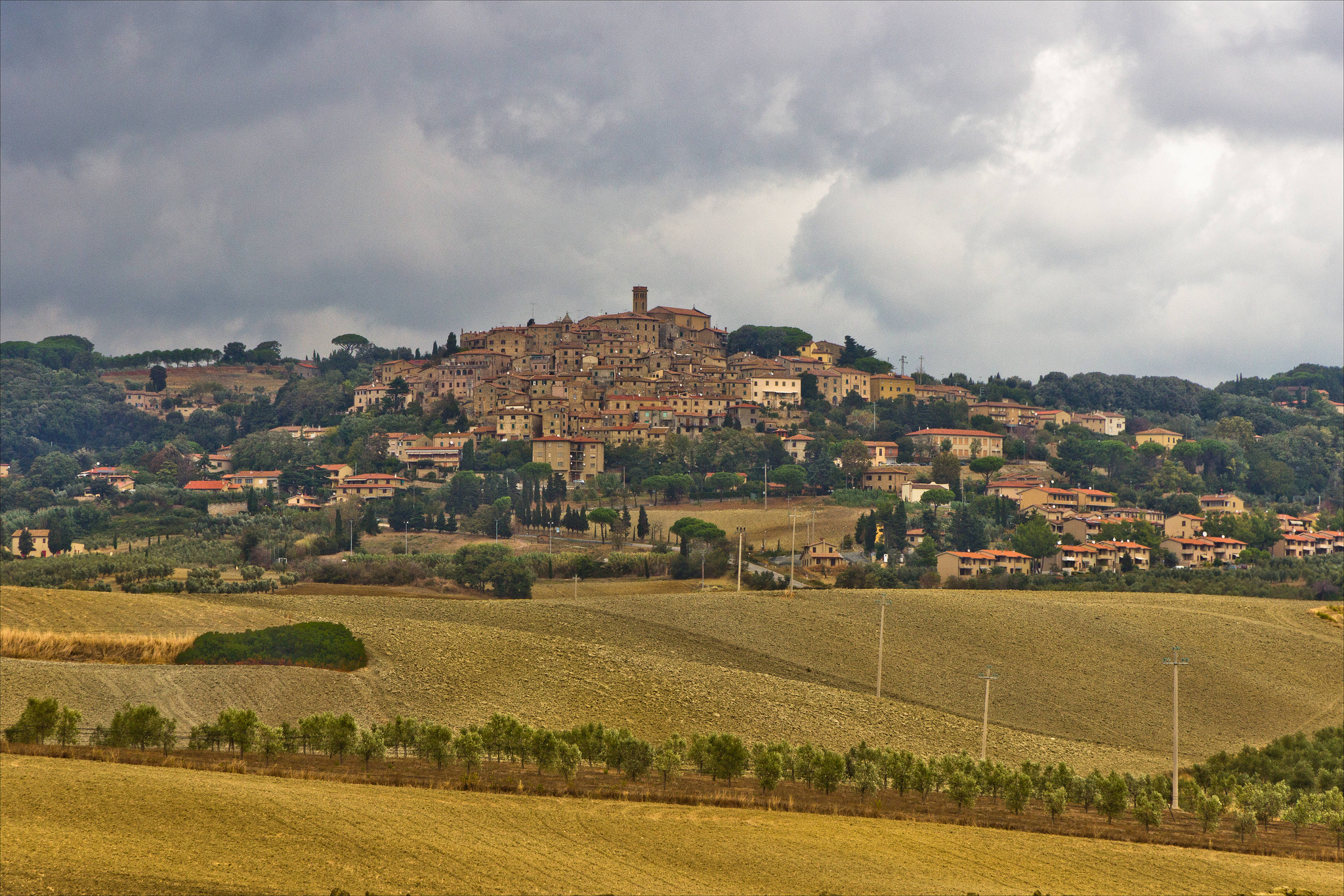 Casale marittimo un minuscolo borgo in toscana - Casale in toscana ...