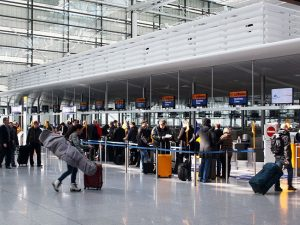 Controlli in aeroporto. Foto da Wikipedia
