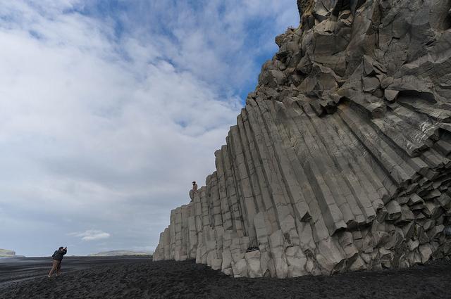 Le colonne di basalto a Reynisfjara – Foto Pongsajapan