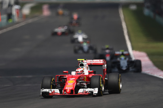 Kimi Raikkonen con la sua Ferrari verso il GP Giappone F1 2016