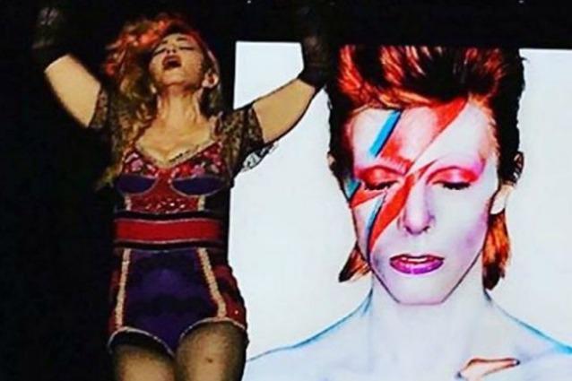 Madonna canta David Bowie
