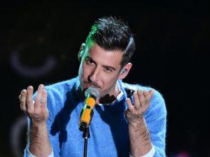 """Sanremo 2017, Francesco Gabbani canta la cover di """"Susanna"""" di Adriano Celentano"""