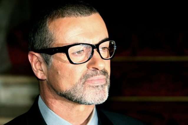 """""""George Michael è freddo, blu, è morto"""": la drammatica telefonata del fidanzato ai soccorsi"""