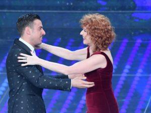 Francesco Gabbani e Fiorella Mannoia sul palco del Festival di Sanremo (LaPresse)