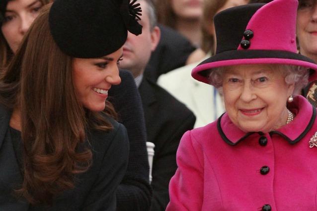 Guerra finita tra elisabetta e kate middleton per la for Quanto costa la corona della regina elisabetta