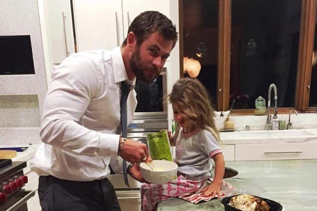 Chris Hemsworth: le pene di un padre con sua figlia