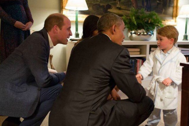 Baby George stringe la mano a Barack Obama
