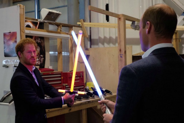 William e Harry giocano sul set di Star Wars 8: le foto