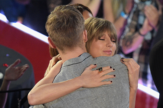 Calvin Harris tuona contro Taylor Swift su Twitter