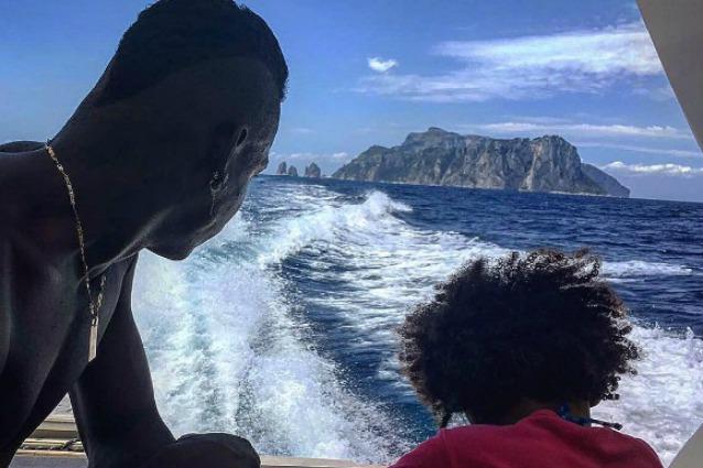 Mario Balotelli gossip: relax in barca con Pia e la nuova fidanzata