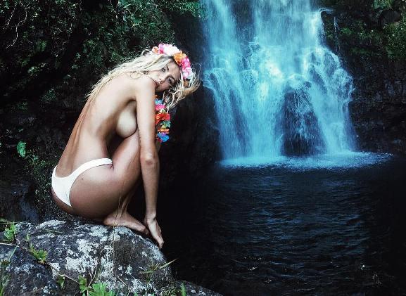 Orlando Bloom completamente nudo in Sardegna con Katy Perry