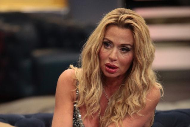 Condannata l'ex governante di Valeria Marini, molestò la showgirl per tre giorni