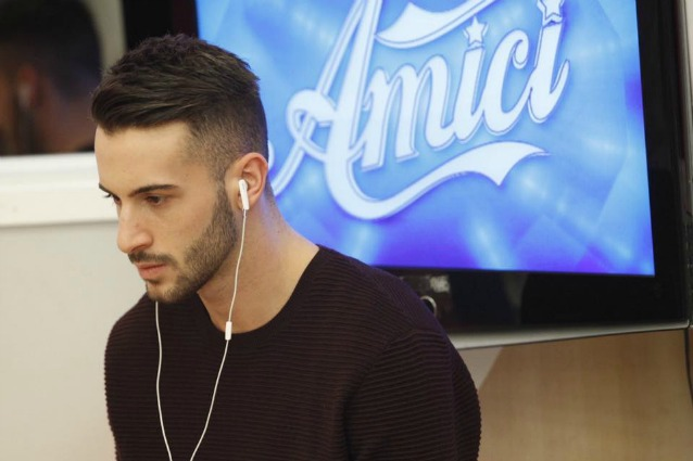 Amici, Andreas Muller grave infortunio: addio al talent