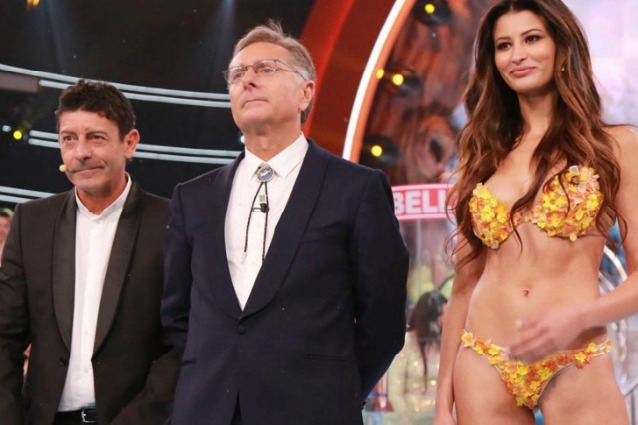 Paolo Bonolis conduce Ciao Darwin nonostante la bronchite