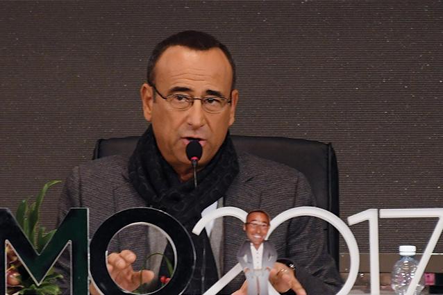 """Carlo Conti in lacrime: """"Dono 100mila euro alla Protezione Civile, costretto a dirvelo"""""""