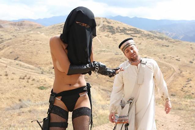 Spopola lo Hijab Porn, il porno con il velo: l'ipocrisia di un mercato già attivo da tempo