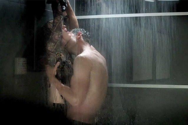 """50 sfumature di nero vietato ai maschi single in un cinema irlandese: """"Il film è troppo eccitante"""""""