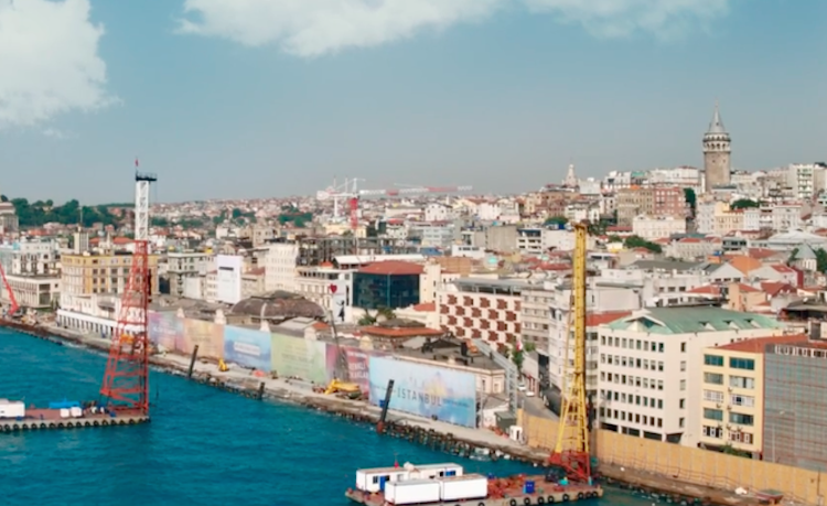 Rosso istanbul il trailer italiano la trama e il cast del nuovo film di ferzan zpetek - Il bagno turco film ...