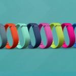 Flex Fitbit, il contapassi che monitora la tua giornata. Tiene traccia dei passi e delle attività che fai durante la giornata, la distanza percorsa e le calorie bruciate. Tramite l'app visualizza i tuoi progressi e analizza il tuo andamento con diagrammi e grafici, registra gli alimenti e tiene il conto delle calorie, registra gli esercizi e migliora la qualità del sonno. 79,99 euro.