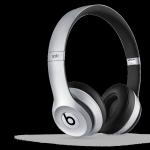 Cuffie Beats Solo2 wireless.  Hanno bluetooth, acustica aggiornata per una migliore chiarezza del suono, batteria ricaricabile che dura 12 ore con stato della batteria e consentono di effettuare chiamate in vivavoce grazie al microfono integrato. 299,95 euro.