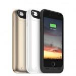 Mophie juice pack air. Cover per iPhone 6/6S con batteria integrata da 2,750 mAh per ricaricare il telefono senza la necessità di una presa di corrente. La custodia oltre a proteggere l'iPhone da urti, graffi e cadute, offre fino al 100% di batteria supplementare. Si ricarica tramite cavo USB, senza il bisogno di rimuovere il telefono dalla cover. Oltre alla versione air, la cover è disponibile anche nella versione plus, che ricarica il telefono fino al 120%. Prezzo: 74,95 euro.