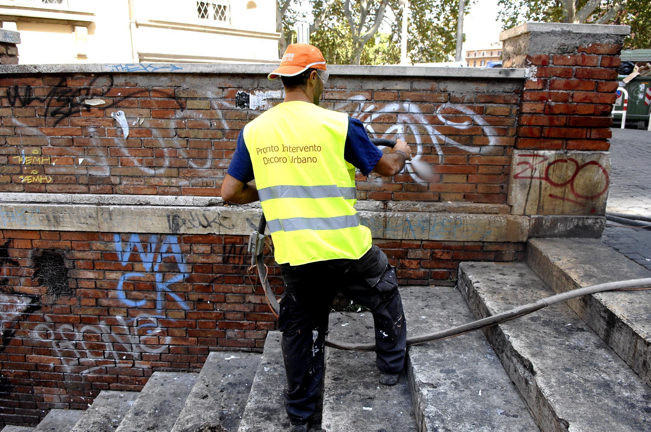 roma torna l incubo dei writers riapre l ufficio decoro