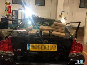 Magliana, viaggiavano in auto con 10 chili di cocaina in auto nascosti in un doppiofondo