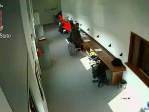 Ladro in azione in biblioteca alla Sapienza: incastrato dalle telecamere