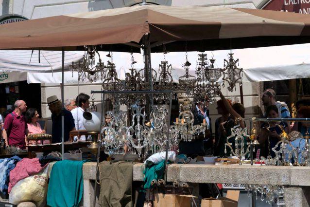 Milano il mercatino delle pulci sui navigli diventa for Il mercatino milano