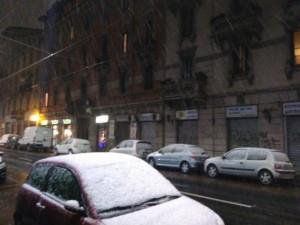 Neve, primi deboli fiocchi su Milano: allerta in tutta la Lombardia